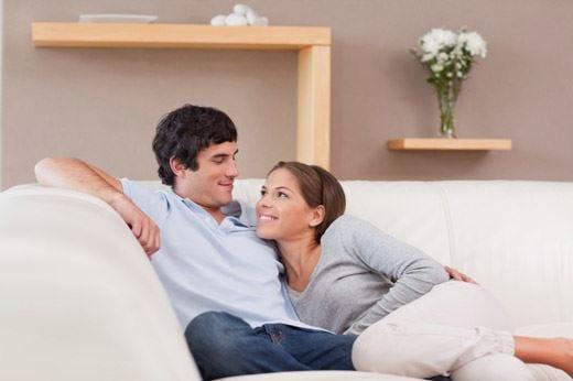 Per chi ama rilassarsi sul divanoecco la postura migliore da adottare