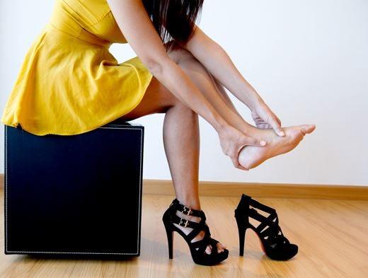 I tacchi alti calpestano la salute? Meglio indossare scarpe comode