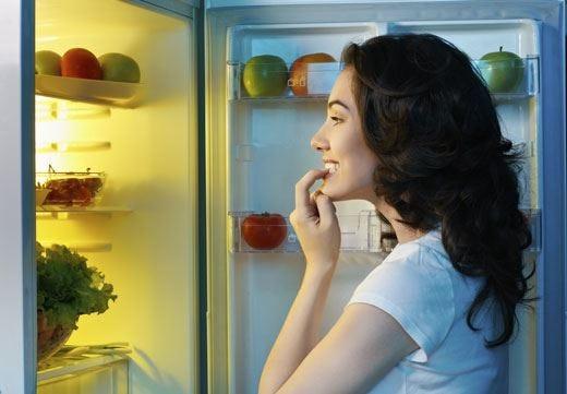 """La fame notturna è una spia d'allarme Seguire la """"regola delle 12 ore"""" aiuta"""