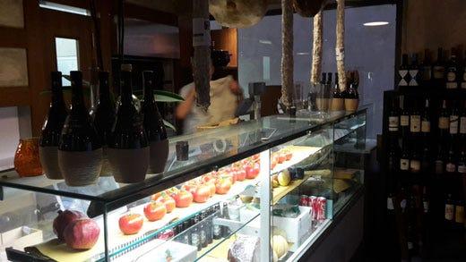 Alberto bernardoni inaugura tumiturbi enoteca con cucina for Enoteca con cucina di pesce milano