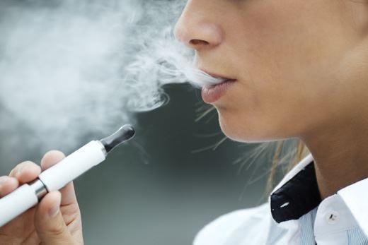 Sigaretta elettronica, alleata o nemica? Attenzione alla dipendenza dalla nicotina!
