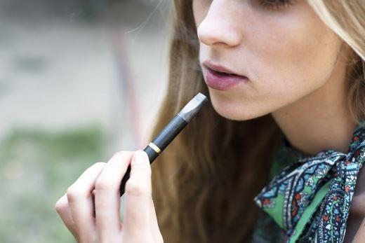 Nuovo stop per le sigarette elettroniche Rischio di dipendenza per i minori