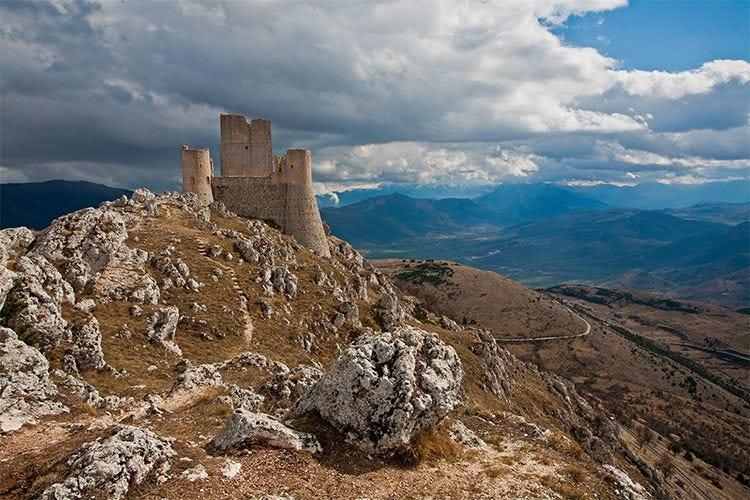 A spasso per l'Italia. Abruzzo, mare e montagna a tavola ...