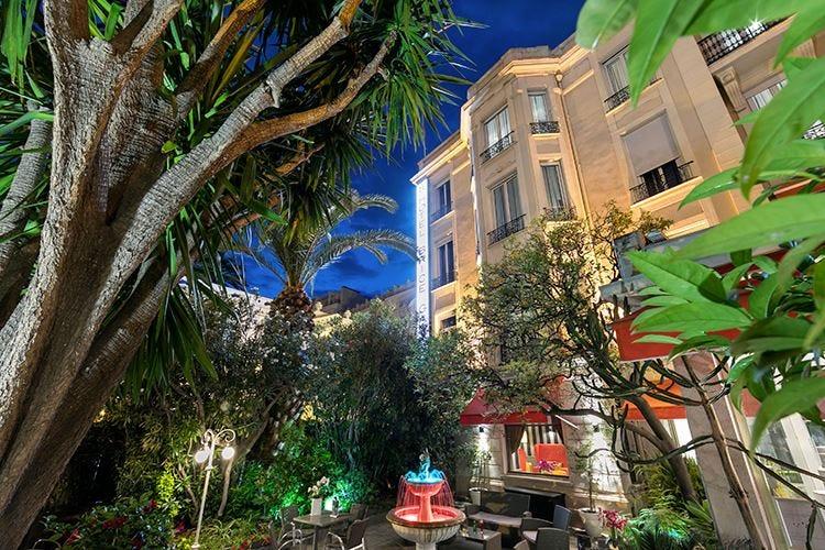 Al Summer Hotel Brice Garden per i sette mesi estivi di Nizza