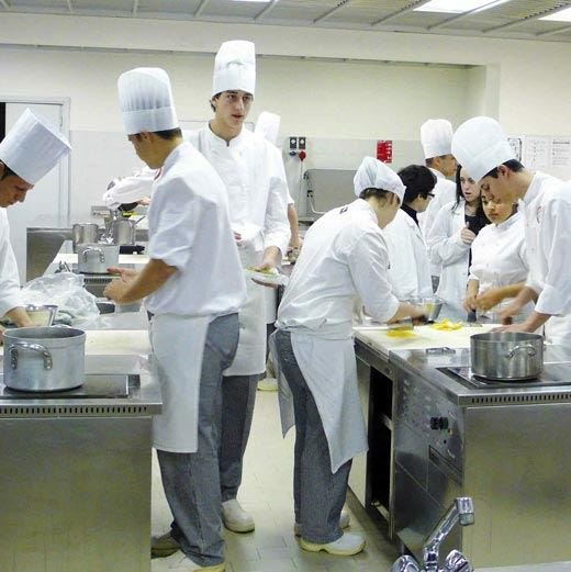 Inaugura l'Alberghiero InternazionaleCorsi di cucina, accoglienza ed eventi
