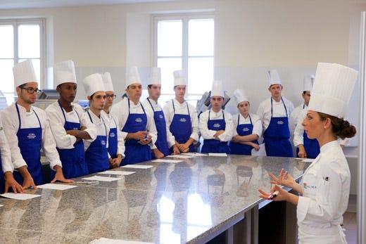 Al via la summer school di alma con i migliori diplomati degli alberghieri italia a tavola - Scuola di cucina alma ...