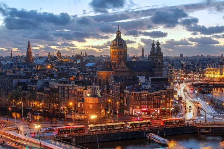 Amsterdam dà un freno alla movida Nel mirino alcolici e alloggi Airbnb