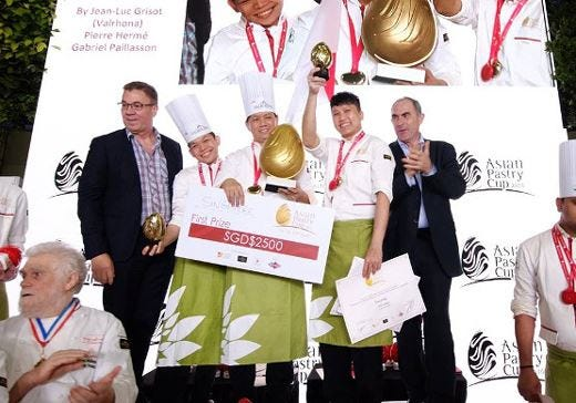 Il team di Singapore vince 