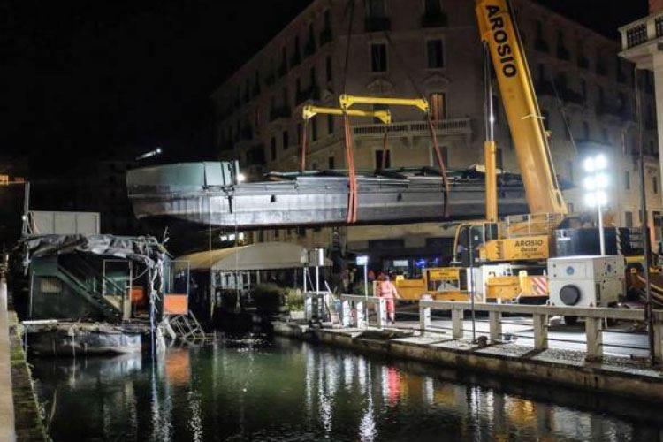Barconi sul Naviglio Pavese Milano passa allo smantellamento