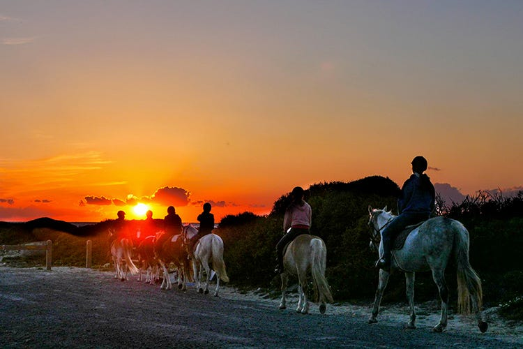 Cavalcando al tramonto (Benessere in Sardena Spa e passeggiate a cavallo)