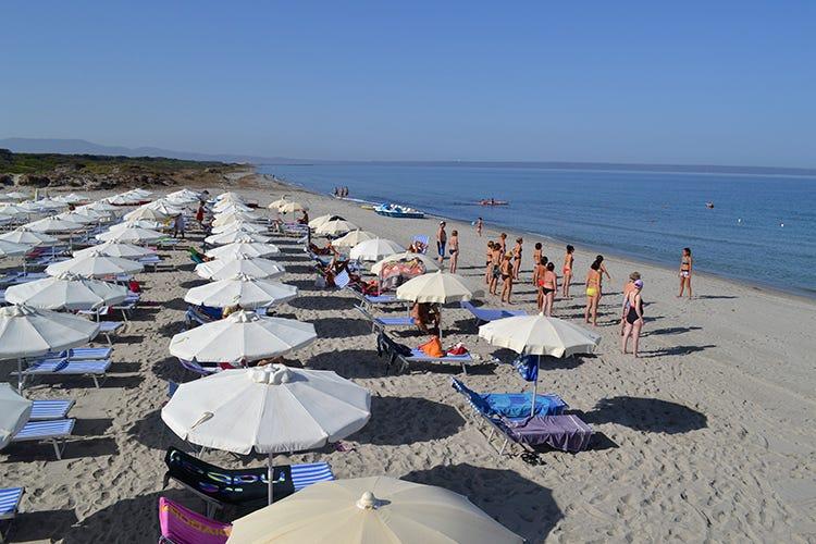 La spiaggia privata del resort (Benessere in Sardena Spa e passeggiate a cavallo)