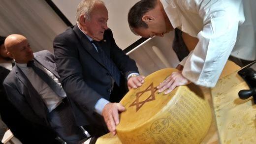 Arriva il Parmigiano Reggiano £$Kosher$£ Tagliata a Expo la prima forma