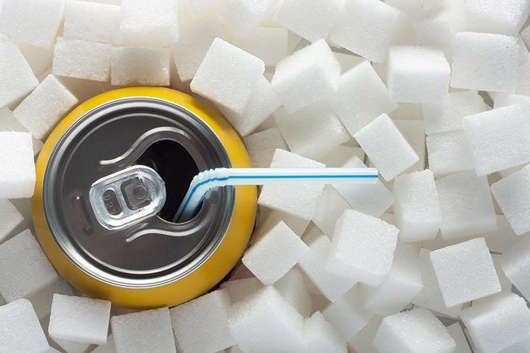 Bevande, -30% di zuccheri per prevenire obesità e patologie