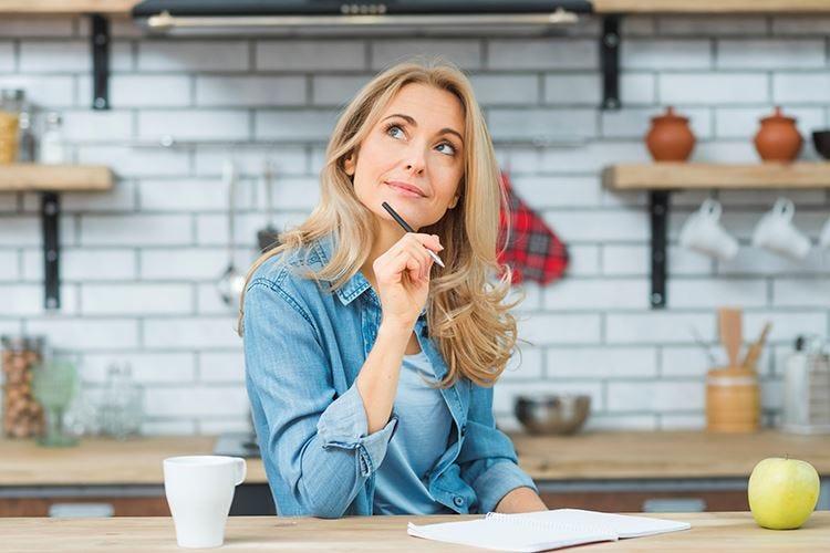 Bloccate in casa? 5 consigli per controllare il peso in menopausa