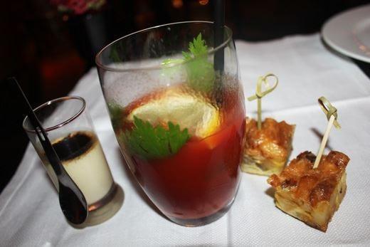 Il Bloody Mary compie 80 anni e festeggia nei St Regis di tutto il mondo
