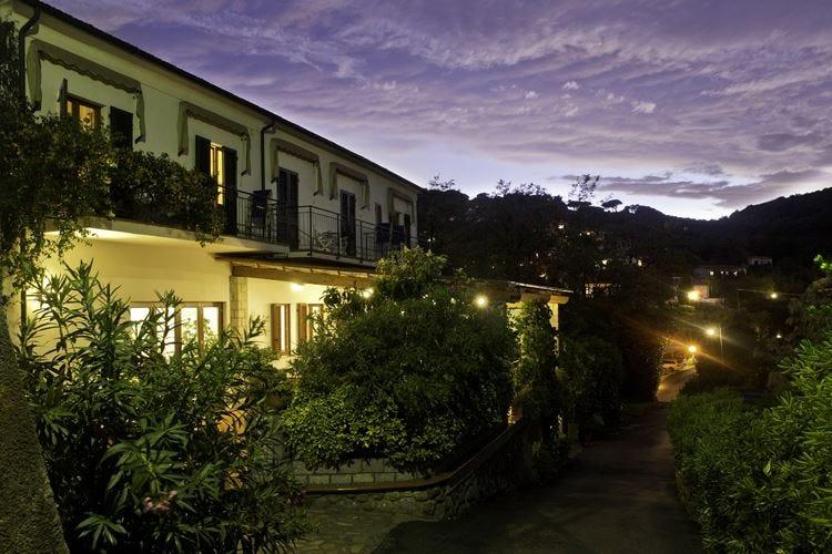 Boutique Hotel Ilio all'insegna del vino All'Elba soggiorno con wine tour
