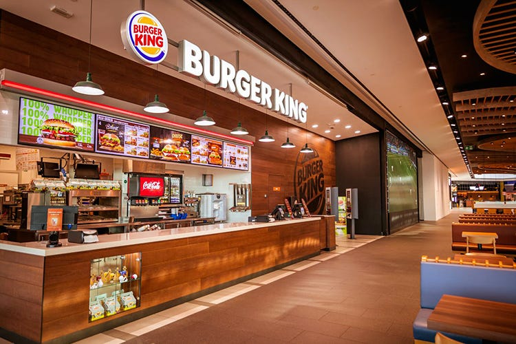 Burger King a Orio Center Burger King vaccina i dipendenti e offre dosi a piccoli ristoratori
