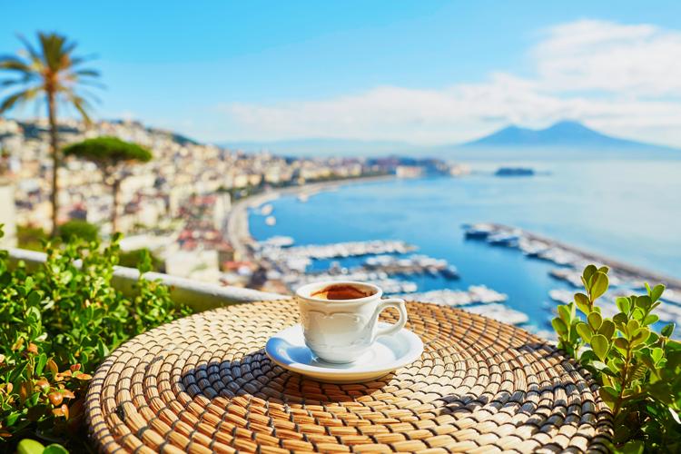 Caffè napoletano Patrimonio Unesco? Parte la raccolta firme ai piedi del Vesuvio