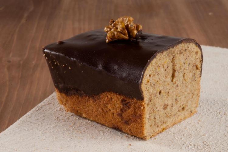 Cake con noci e spezie