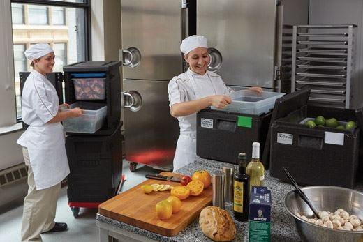 Qualità del cibo inalterata con i contenitori professionali Cambro