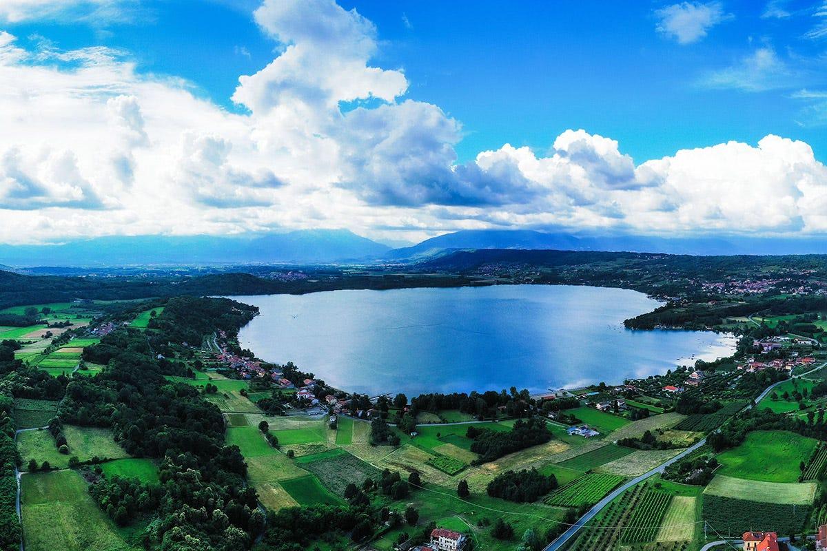 Canavese, Lago di Viverone. Foto DMFLY Service Da Ivrea al Canavese: un viaggio inaspettato