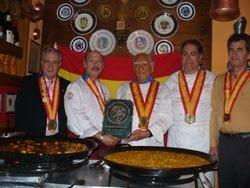 A Pino Capozzi le insegne della Confraternita internazionale del riso di Madrid