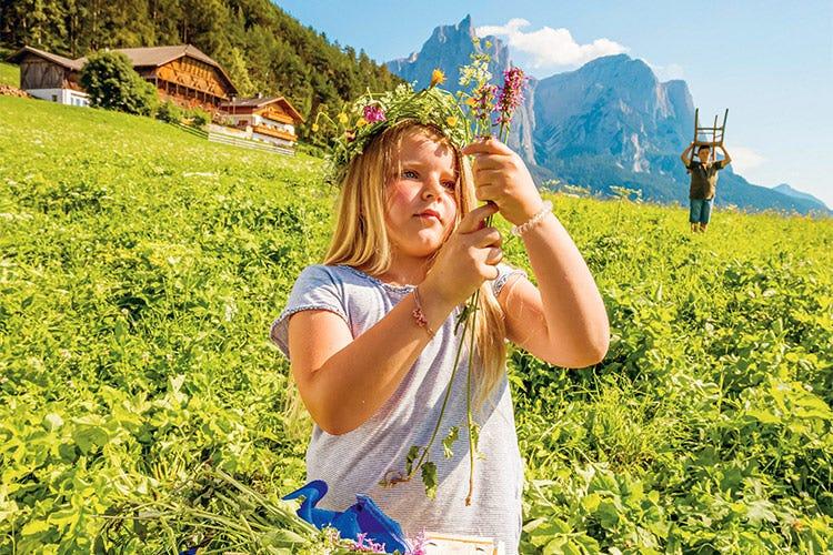 Vacanze in coppia o in famiglia, per godere della natura e dello stile di vita altoatesini - Il nuovo catalogo del Gallo Rosso per vacanze diverse in Alto Adige