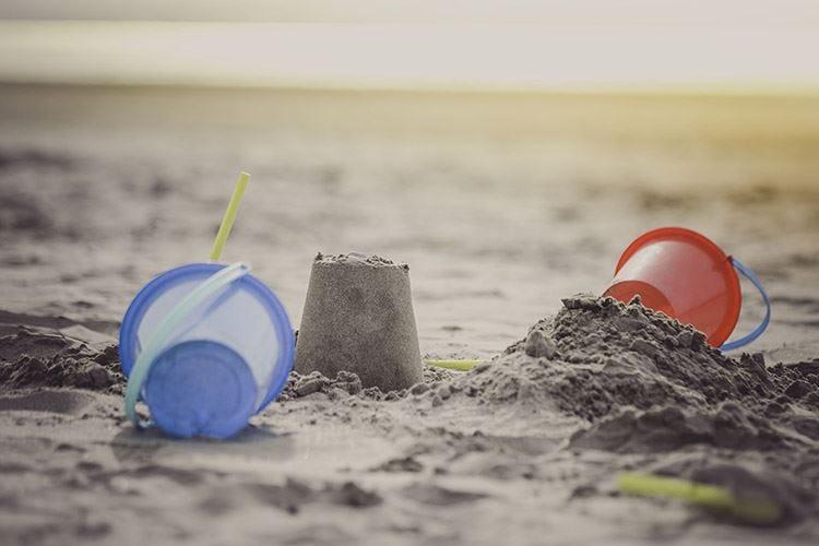 Cavallino, vietati i castelli di sabbia Sulle spiagge ostacolano i soccorsi