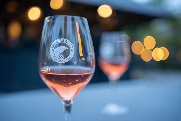 Cerasuolo d'Abruzzo nei calici alla Milano Wine Week