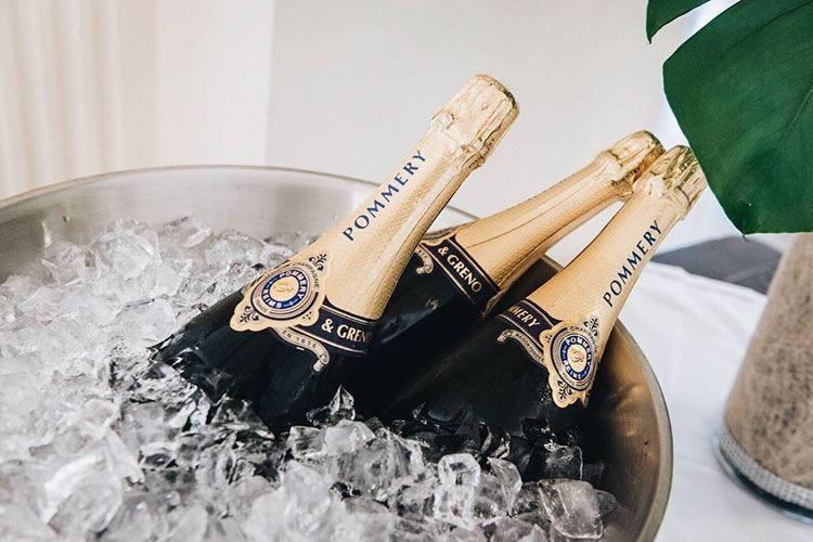 Gli champagne di Vranken Pommery per un'estate glamour sulla spiaggia