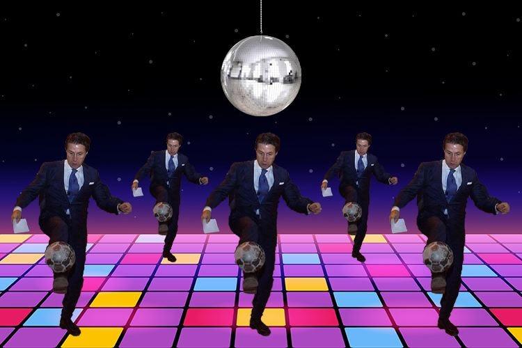 In discoteca a 2 metri di distanza Conte inventa la Covid-Dance