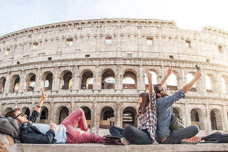 Cronaca nera, abusi e vandalismi A Roma il turismo cola a picco