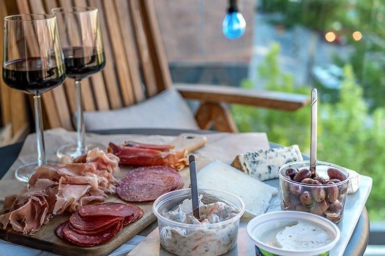 """Da Carpano alla """"Milano da bere"""" L'aperitivo, un rito tutto italiano"""
