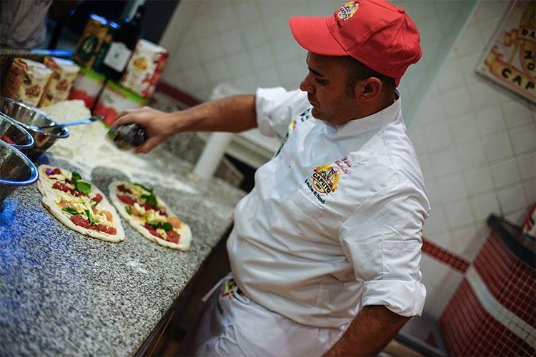 L'arte del pizzaiolo Davide Civitiello «Mai dimenticare la tradizione!»