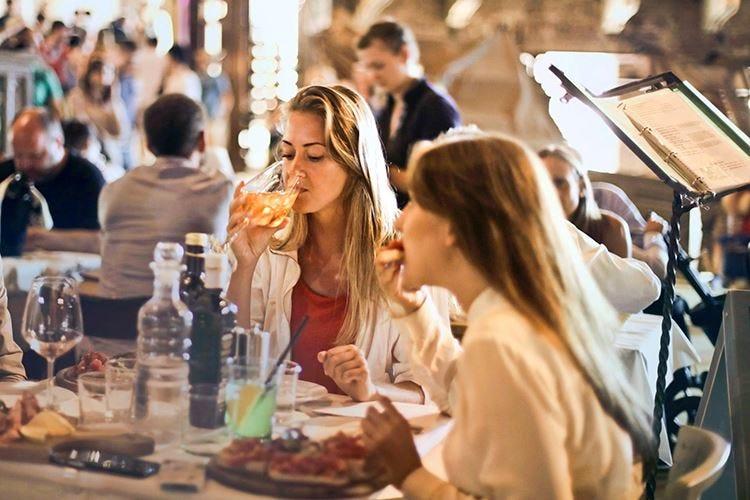 Dopo lo sport e il noleggio auto, in Italia anche il ristorante è online