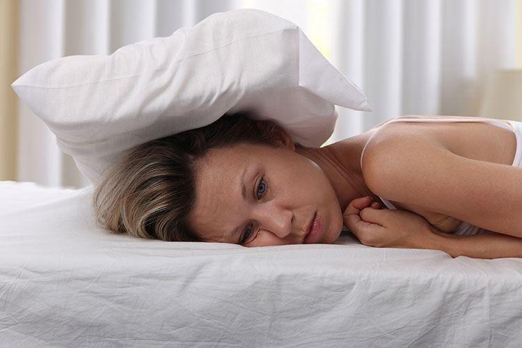 Dormire poco fa male al cervello