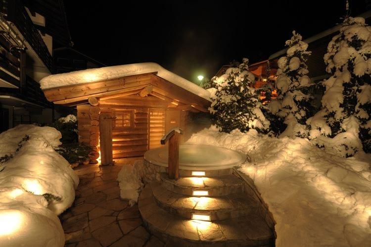 Due cuori e una baita tra i boschi San Valentino da sogno in Val Gardena
