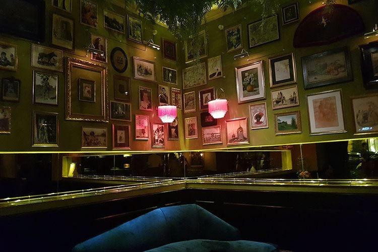 Apre a Roma l'Emerald's Independent Bar Salotto equatoriale ispirato a un pavone