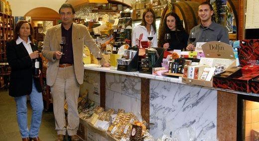 Enoteca Del Gatto, una vetrina di vini e delizie gastronomiche ad Anzio