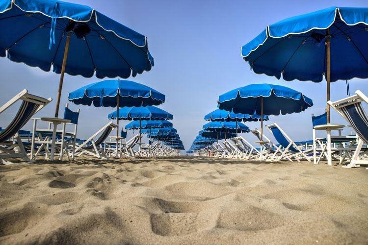 Estate 2018, pochi rincari nei lidi 24 euro a testa per un giorno in spiaggia