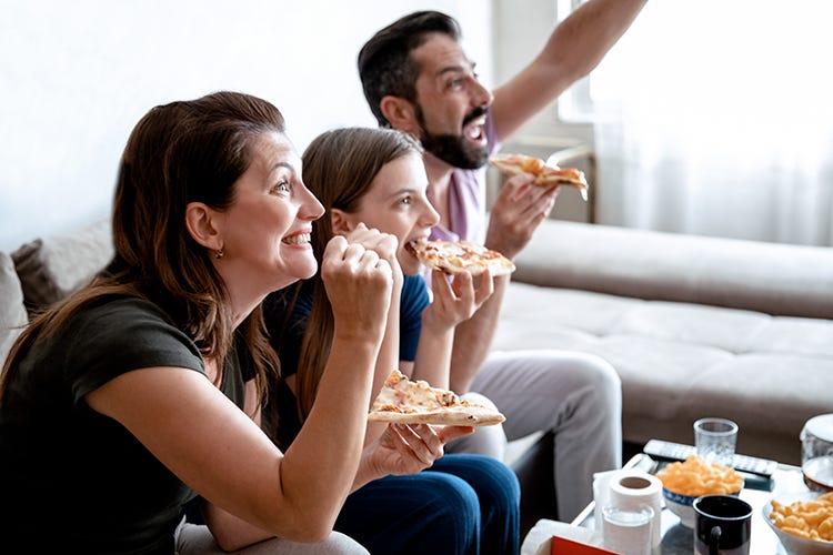 I tifosi europei preferiscono una bella pizza tra i due tempi