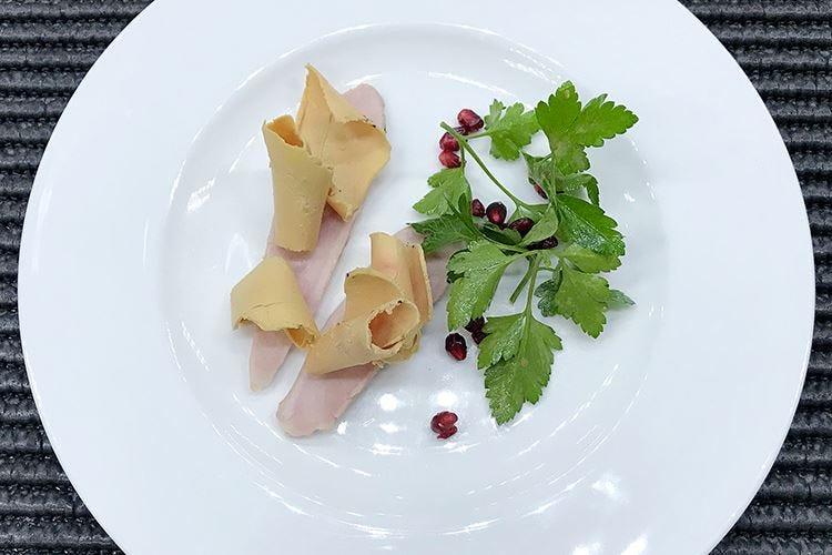 Fagianella al foie gras marinato, insalata al prezzemolo e melograno