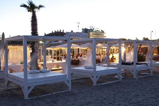 Matrimoni e gare di golf sulla spiaggia Il Fantini Club di Cervia sfida il maltempo