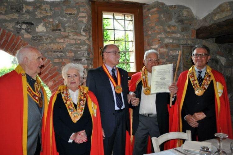 I Cavalieri della Polenta premiano Bruno Moretti