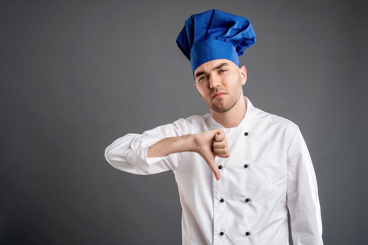Cuochi, camerieri e barman. Il virus fa crollare l'occupazione