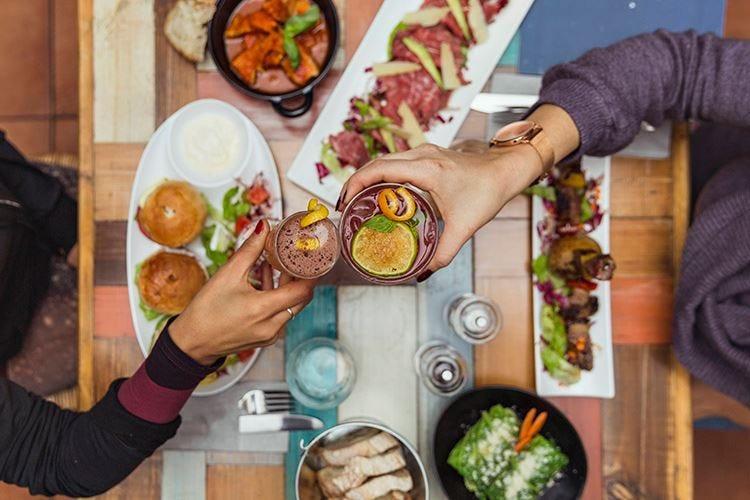 Nella nuova carta di 'Na Cosetta piatti etnici, da condividere e food pairing