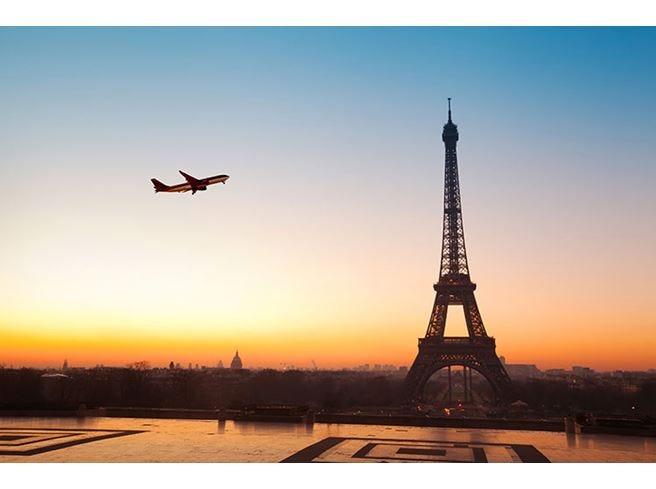 Francia, ecotassa sugli aerei Dal 2020 anche 18 euro in più