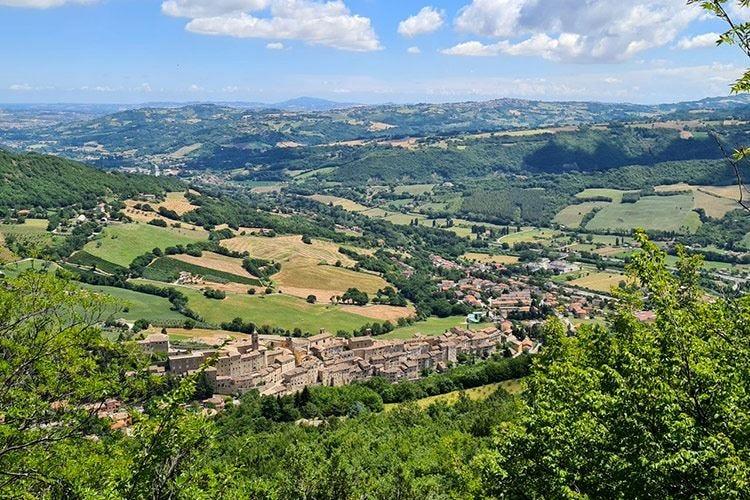 """Vacanze """"active&wild"""" nelle Marche Frasassi Experience, idea anti covid"""