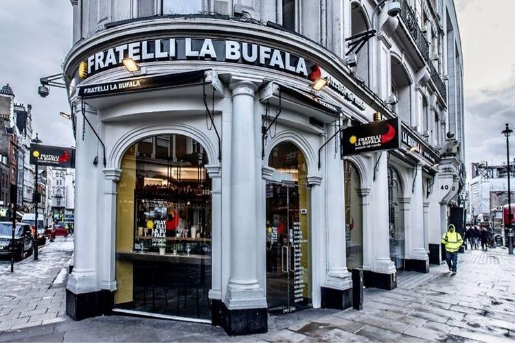 Fratelli la Bufala a Londra Apre a Piccadilly, porta l'happy hour