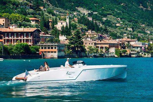 Al Lefay Resort si naviga a bordo della limo-boat Frauscher
